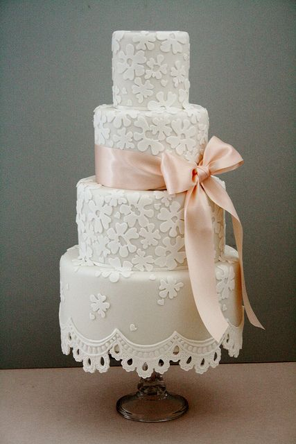 delicate lace cakes 33