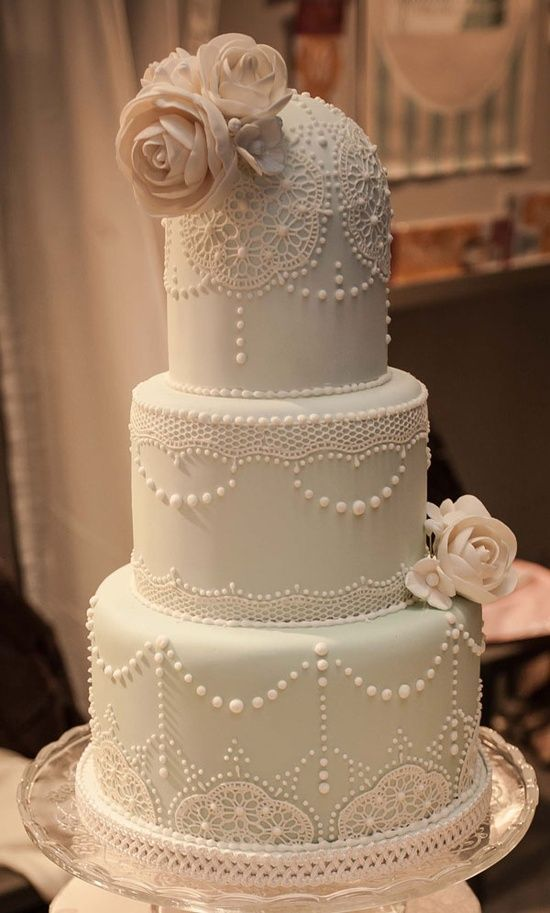 delicate lace cakes 35