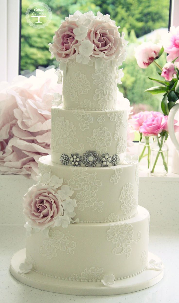 delicate lace cakes 36